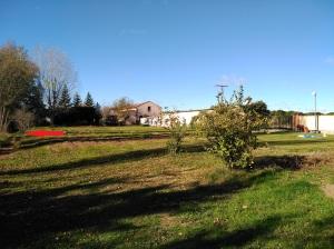 """Zona del """"nuevo"""" convento del Abrojo. A la derecha murete original, centro hospedería y la ermita."""