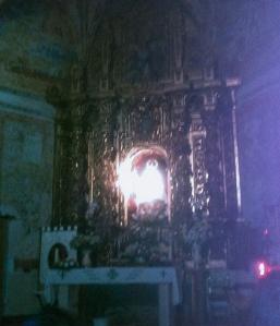 Luz sobre la figura de la Virgen del Villar