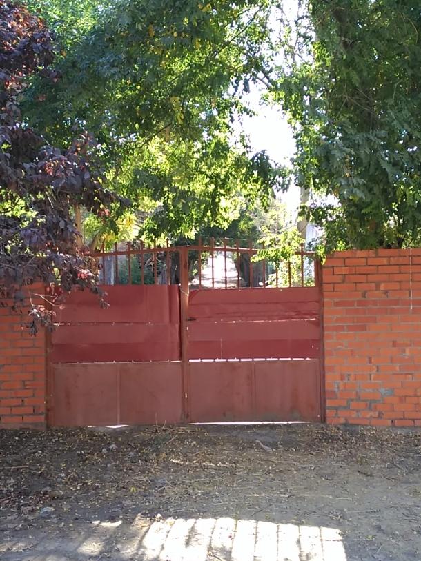 Puerta que cierra la Senda del Aguanal